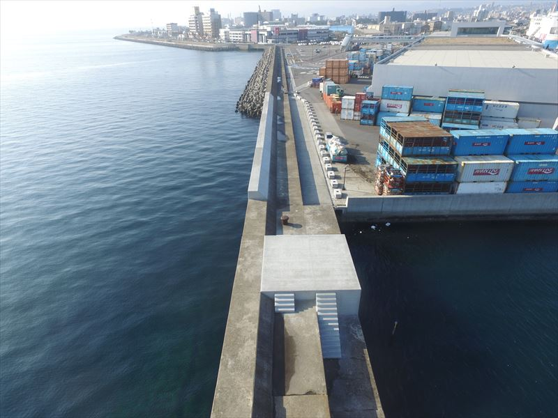 鹿児島港(新港区)南防波護岸(改良)消波ブロック製作工事外1件