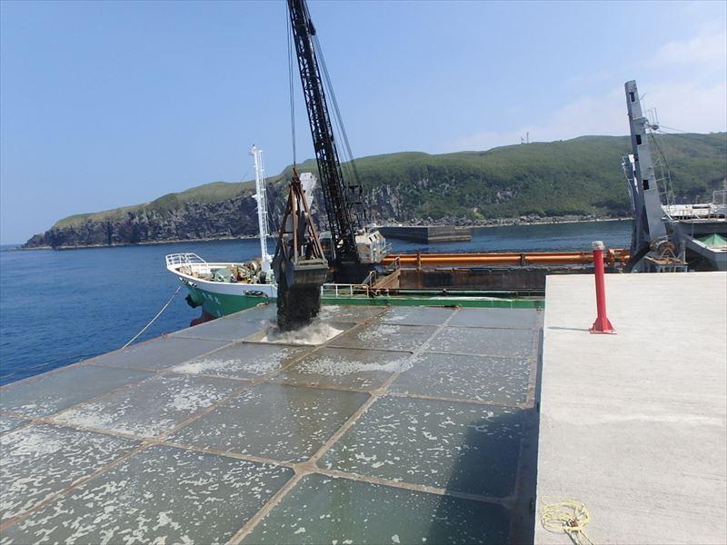 6月 竹島港(三島村)ケーソン据付完了