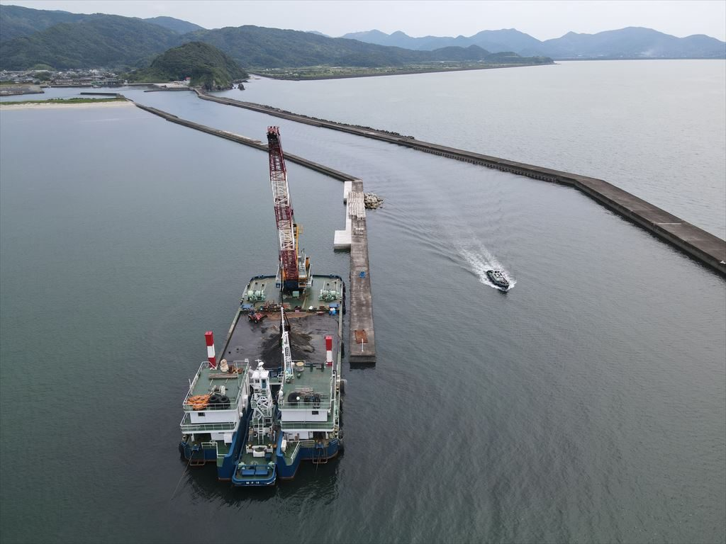 小湊漁港漁港施設機能強化工事(R2-1工区)
